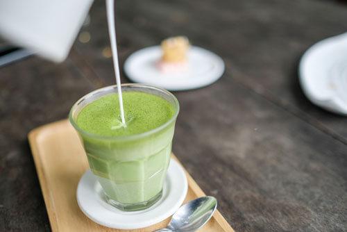 朝食をすっきりフルーツ青汁に置き換える方法も